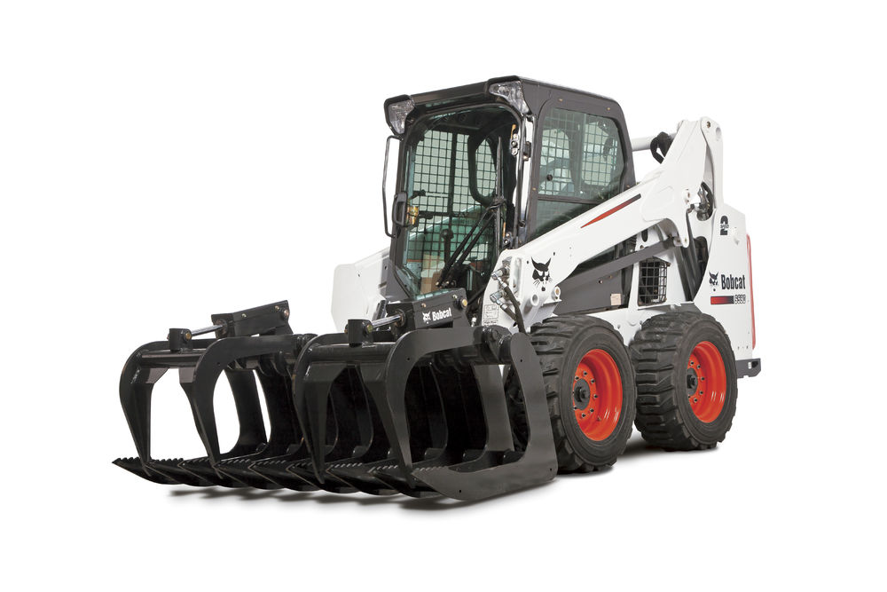 Medium Bobcat Skid steer loader S590 with Root Grapple Studio 190119 115740 120803
